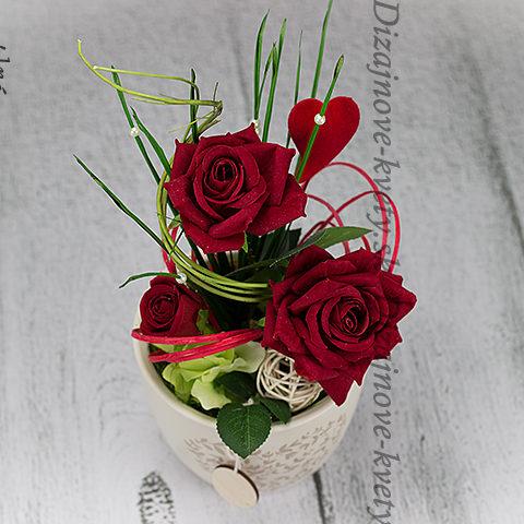 Dizajnový darček s ružami s lásky.