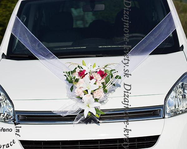 Svadobná dekorácia na auto
