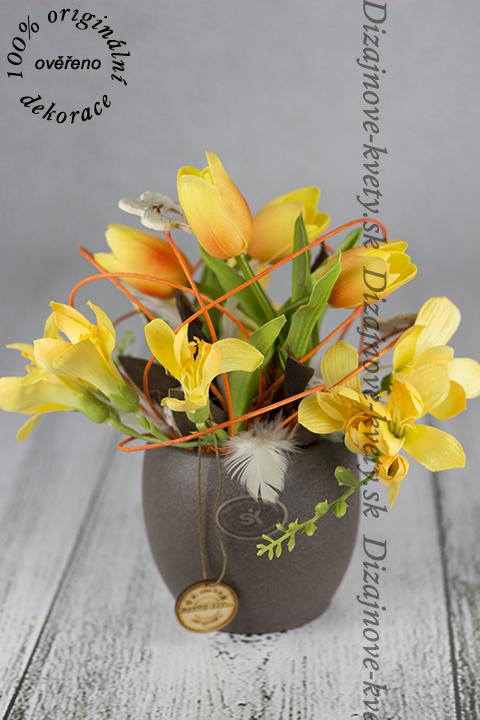 Dizajn jarnej prírody v modernom kvetináči.