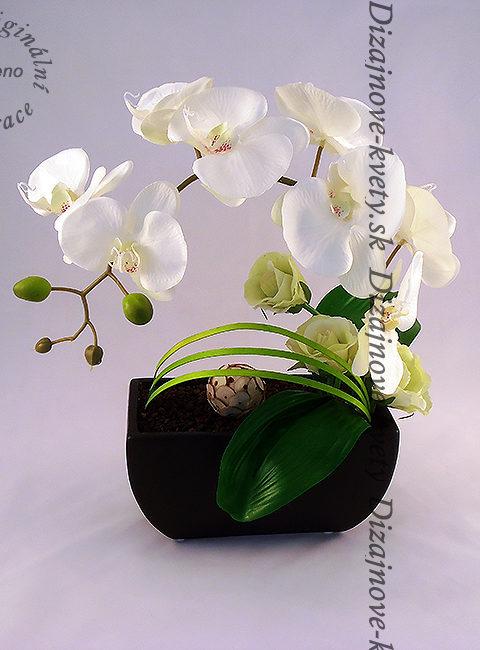Jedinečná dekorácia do izby s orchideí.