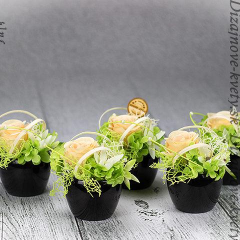 Krásne dekoračné doplnky - vázičky na stoly