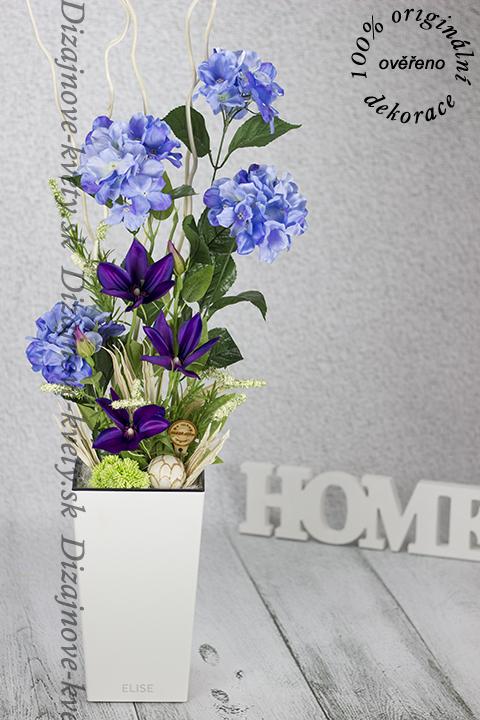 Umelé a trvanlivé kvety hortenzií a Clematis.