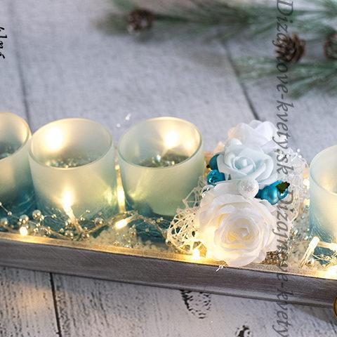 Luxusný vianočný svietnik v modernej farbe s ľadom.