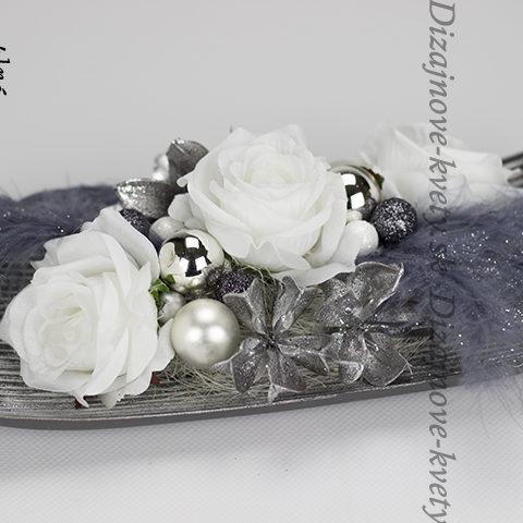 Luxusná sivá vianočná dekorácia na stol.